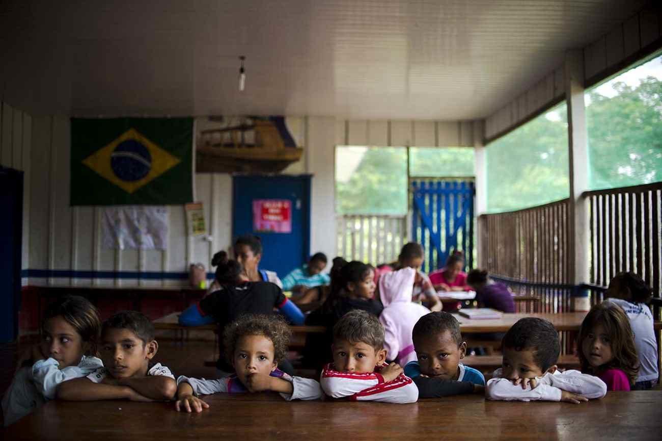 Crianças na escola da comunidade São Lourenço, na Resex Guariba-Roosevelt - Marcelo Camargo/ Agência Brasil