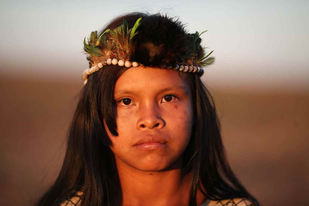 Neta do cacique Marcos Veron, em acampamento da terra indígena Taquara, em Juti (MS). Família permanece unida, na tentativa de reconquistar área ocupada por seus povos ancestrais. Foto: Dida Sampaio, Estadão